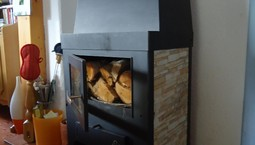 Regelungstechnik für Wärmepumpe und Kaminofen
